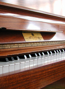 A typical piano that is easy to learn to play